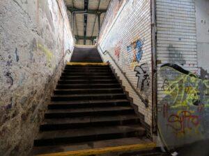 Treppen zu den Gleisen
