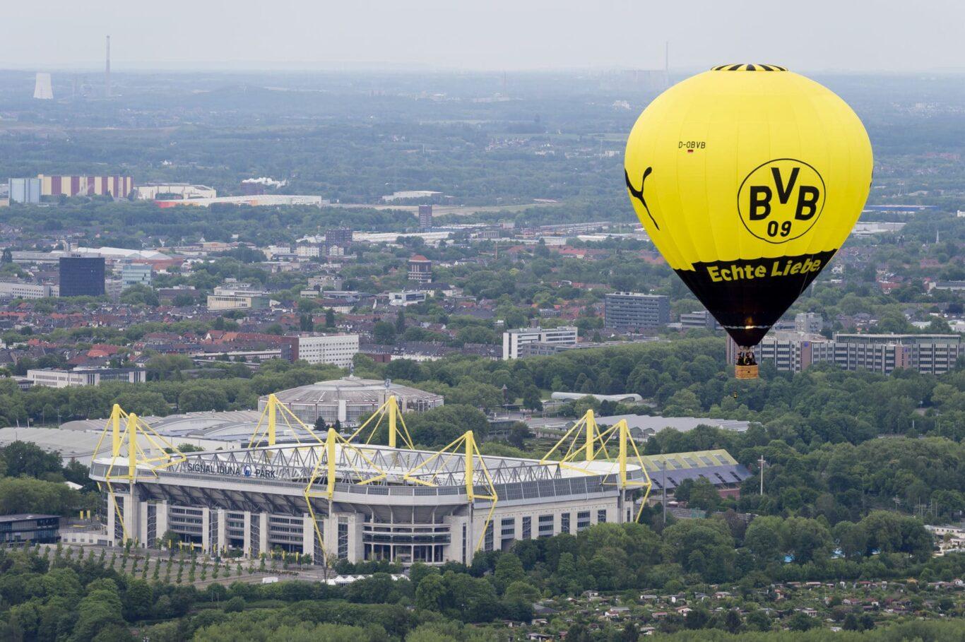 BVB Ballon über Signal Iduna Park