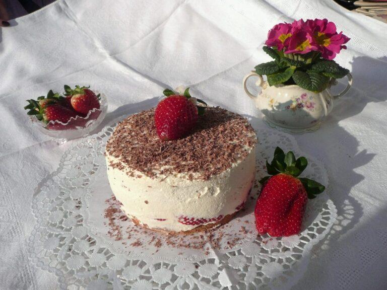 Leckere Erdbeer-Quarksahnetorte