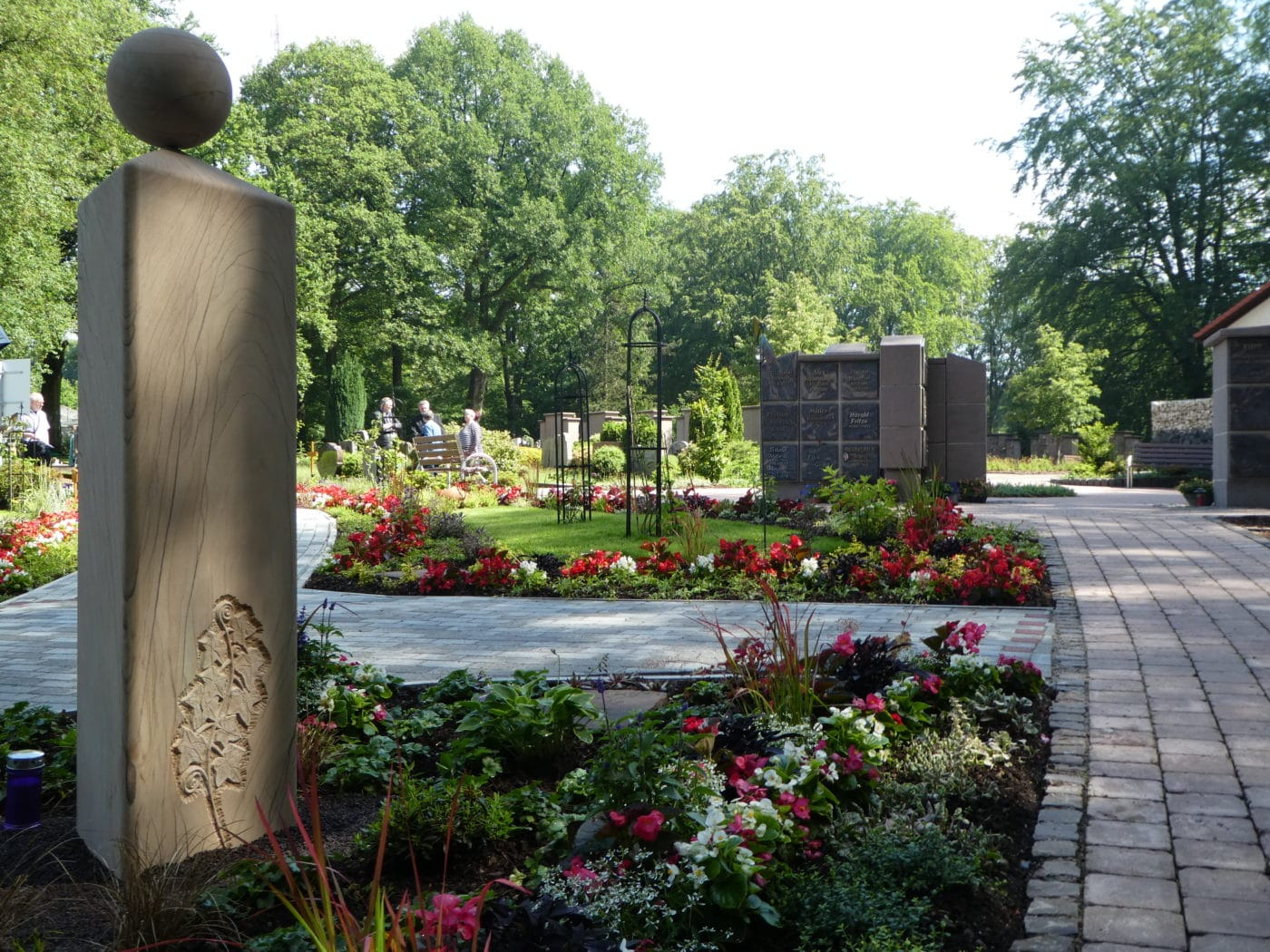Memoriam-Garten, Stele