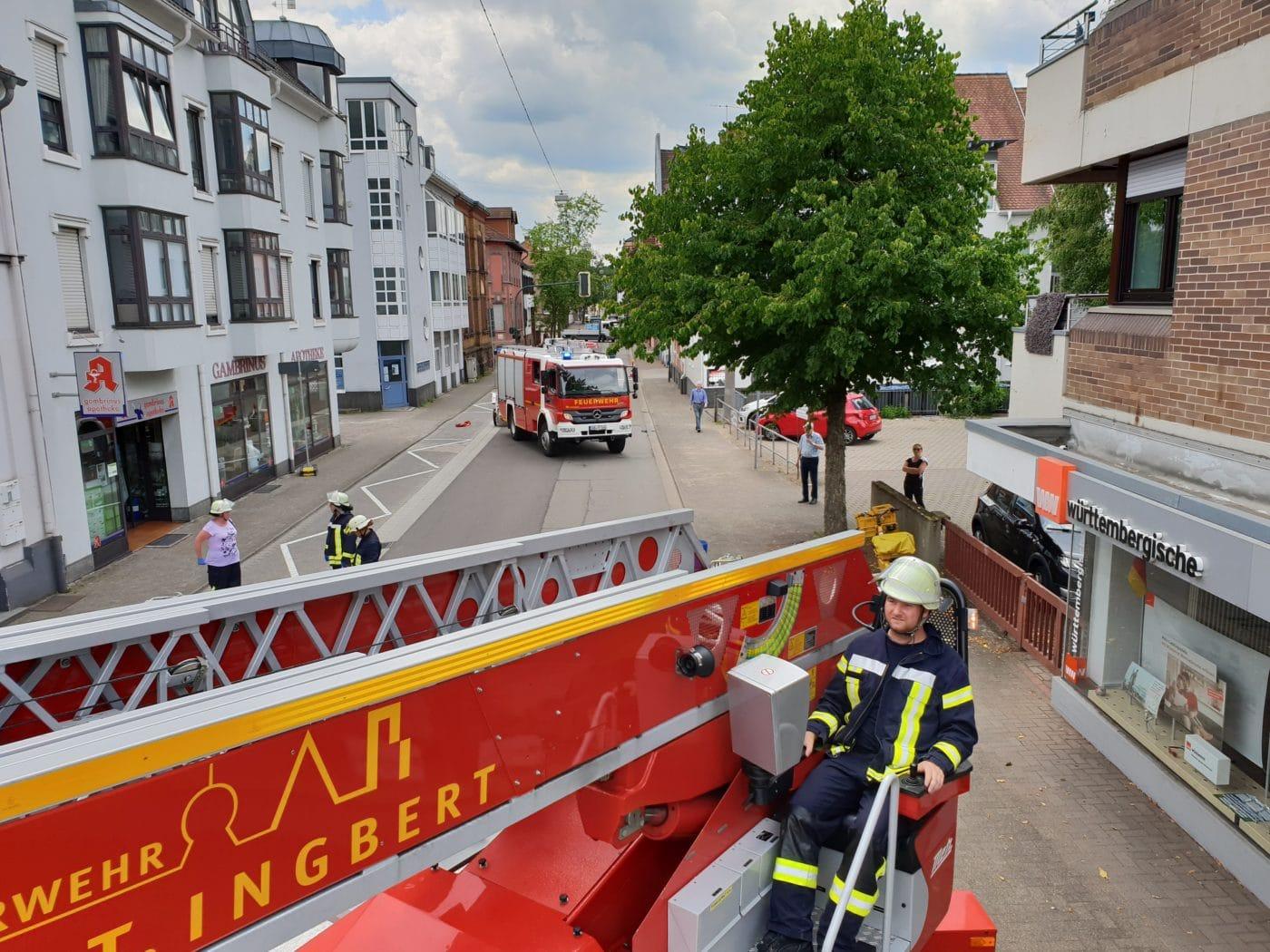 Feuerwehr St. Ingbert unterstützt Rettung mit Drehleiter