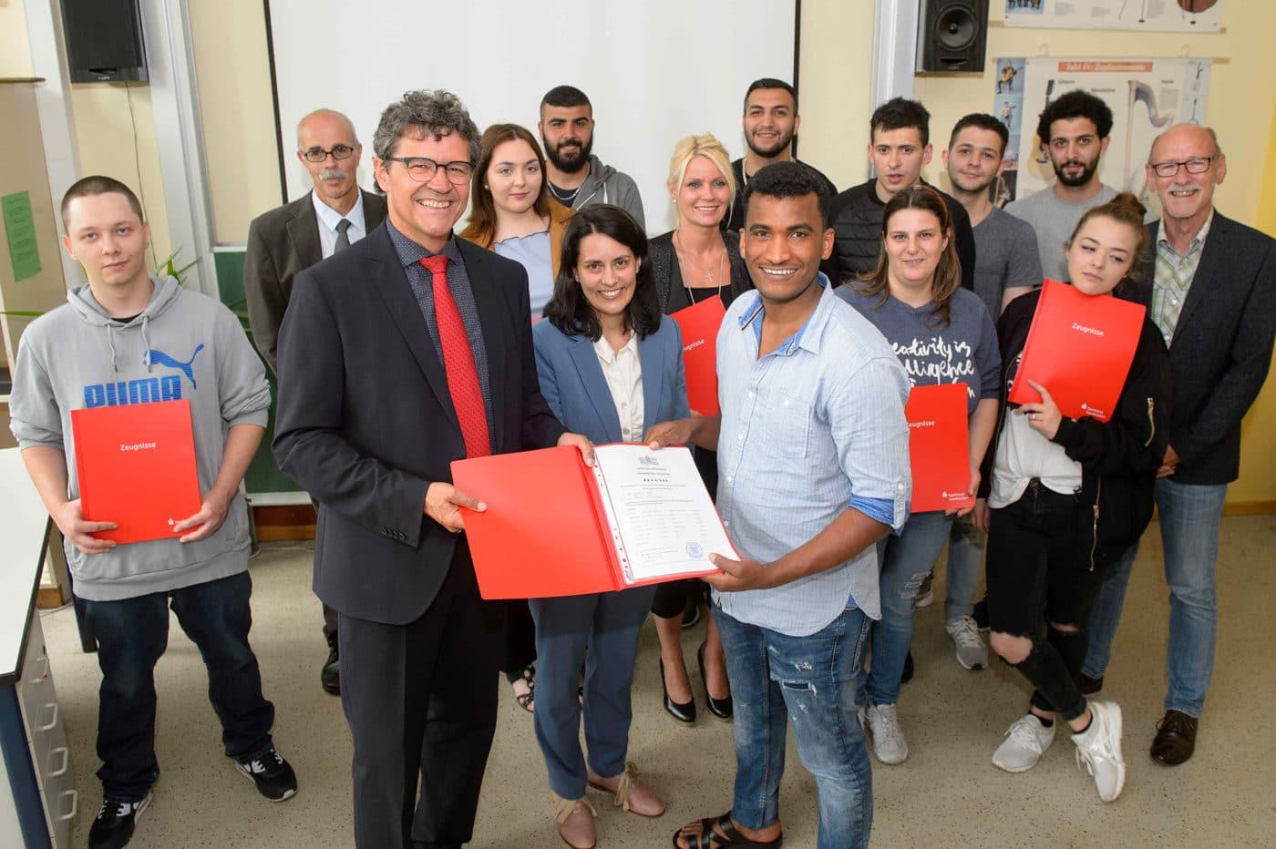 vhs Saarbrücken: 13 Teilnehmer erhalten Hauptschulabschluss