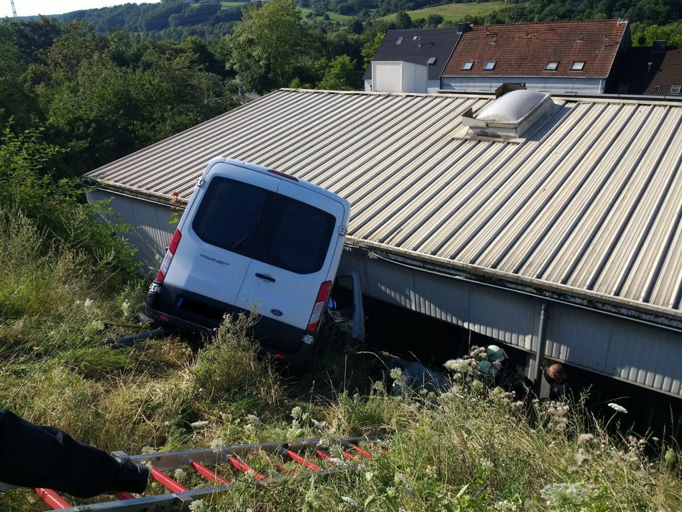 Altenkessel: 52jähriger Transporterfahrer stirbt bei Verkehrsunfall