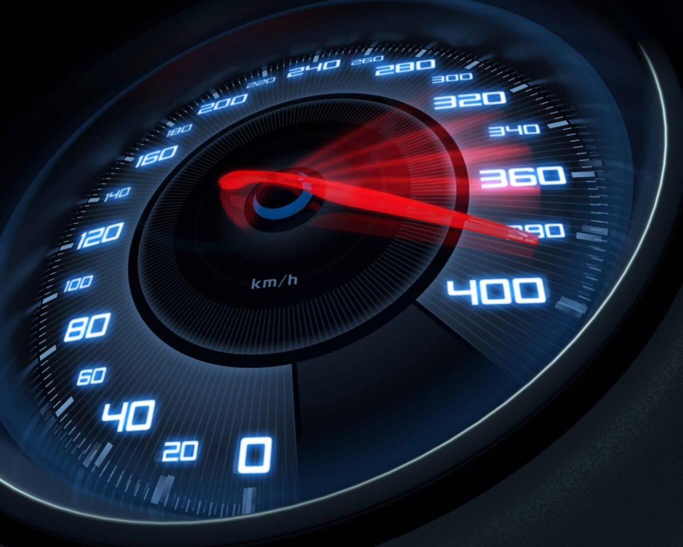 Hohe Geschwindigkeit / Blitzer / Verkehrskontrolle
