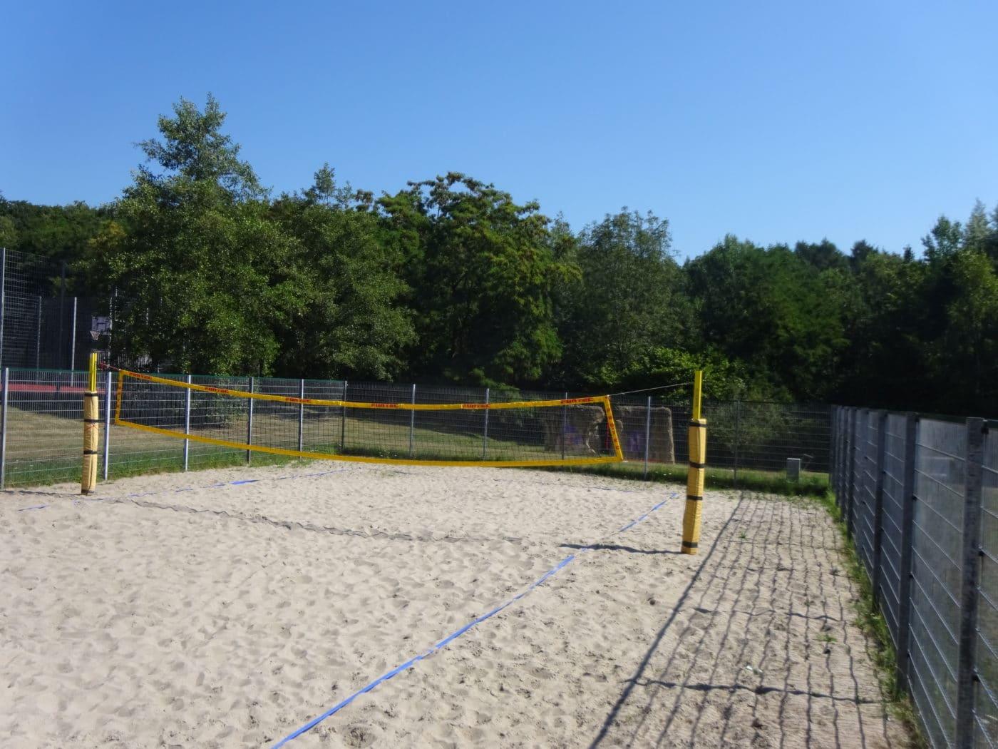 Friedrichsthaler Beach-Volleyballfeld gereinigt