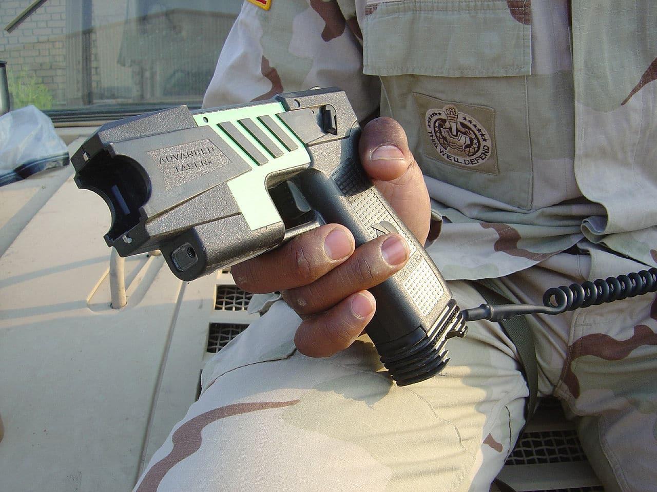 Saar-Polizisten testen Taser im Streifendienst