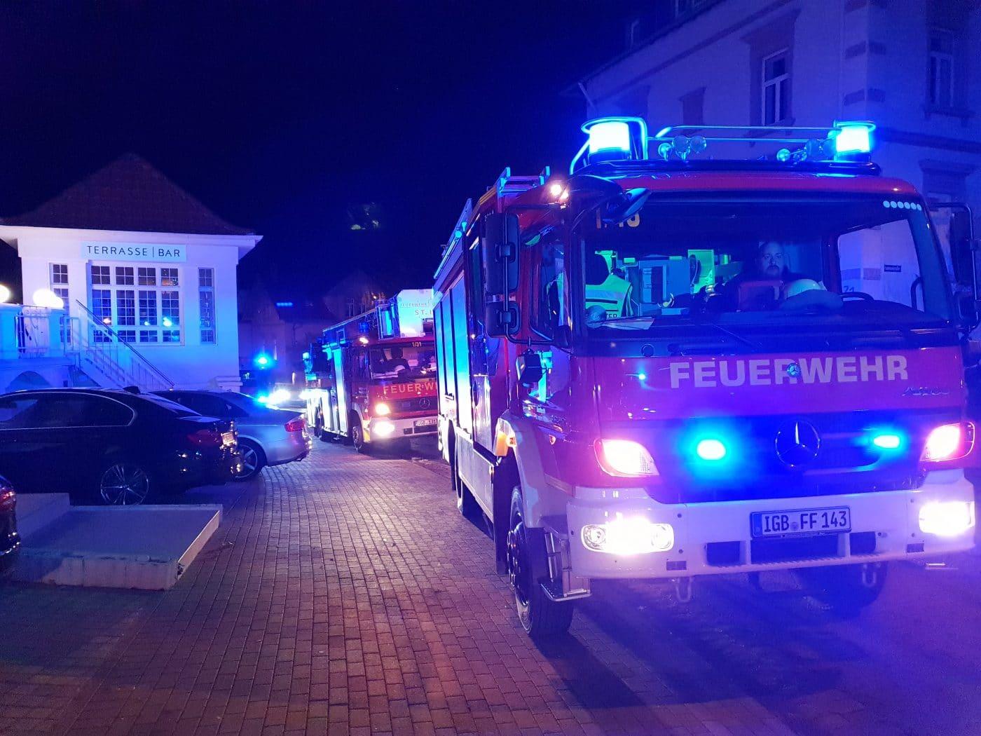 Frau baut ausgelösten Rauchmelder in Hotel ab, weil das Piepen störte