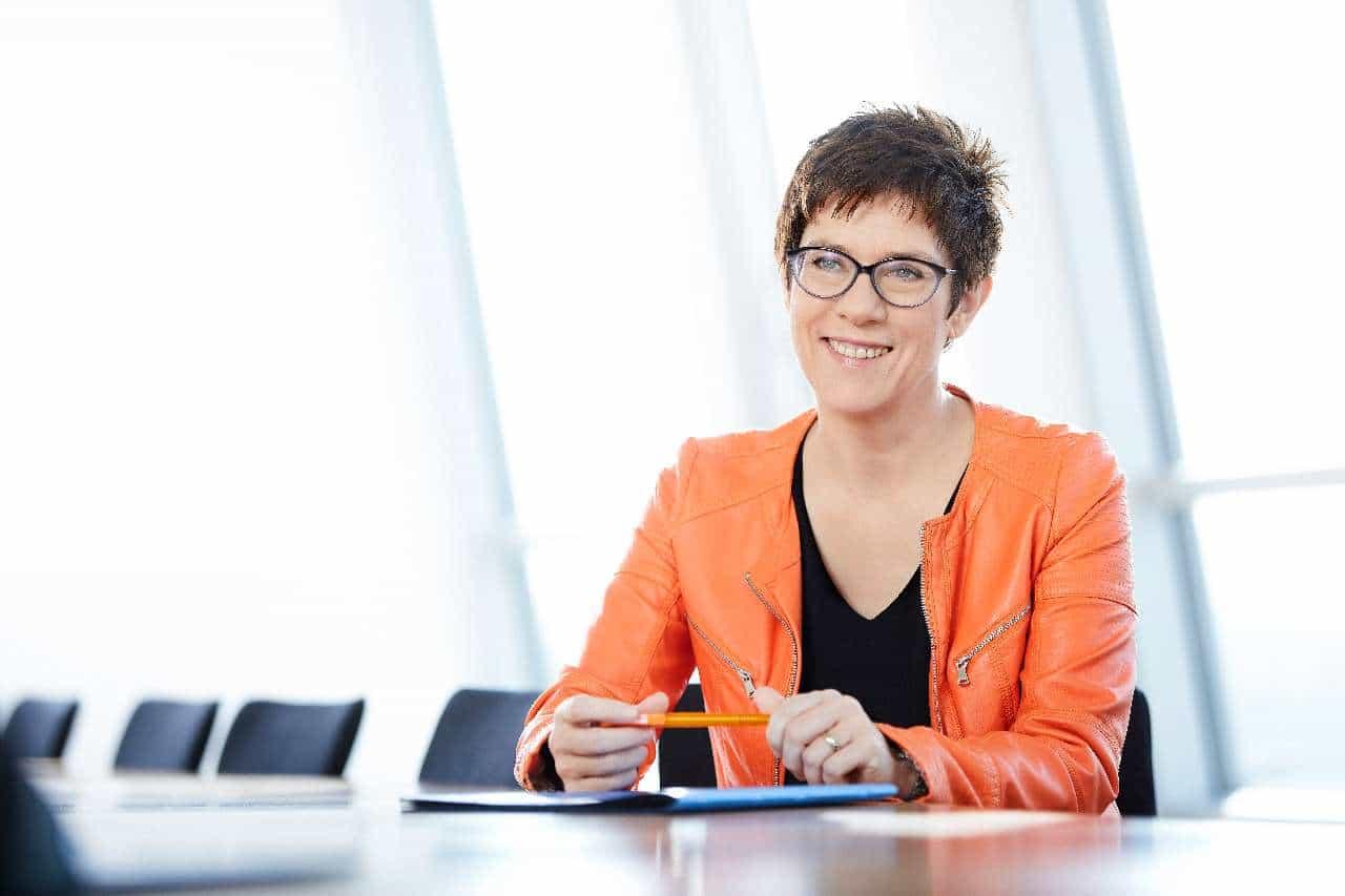 Annegret Kramp-Karrenbauer ist neue CDU-Chefin!