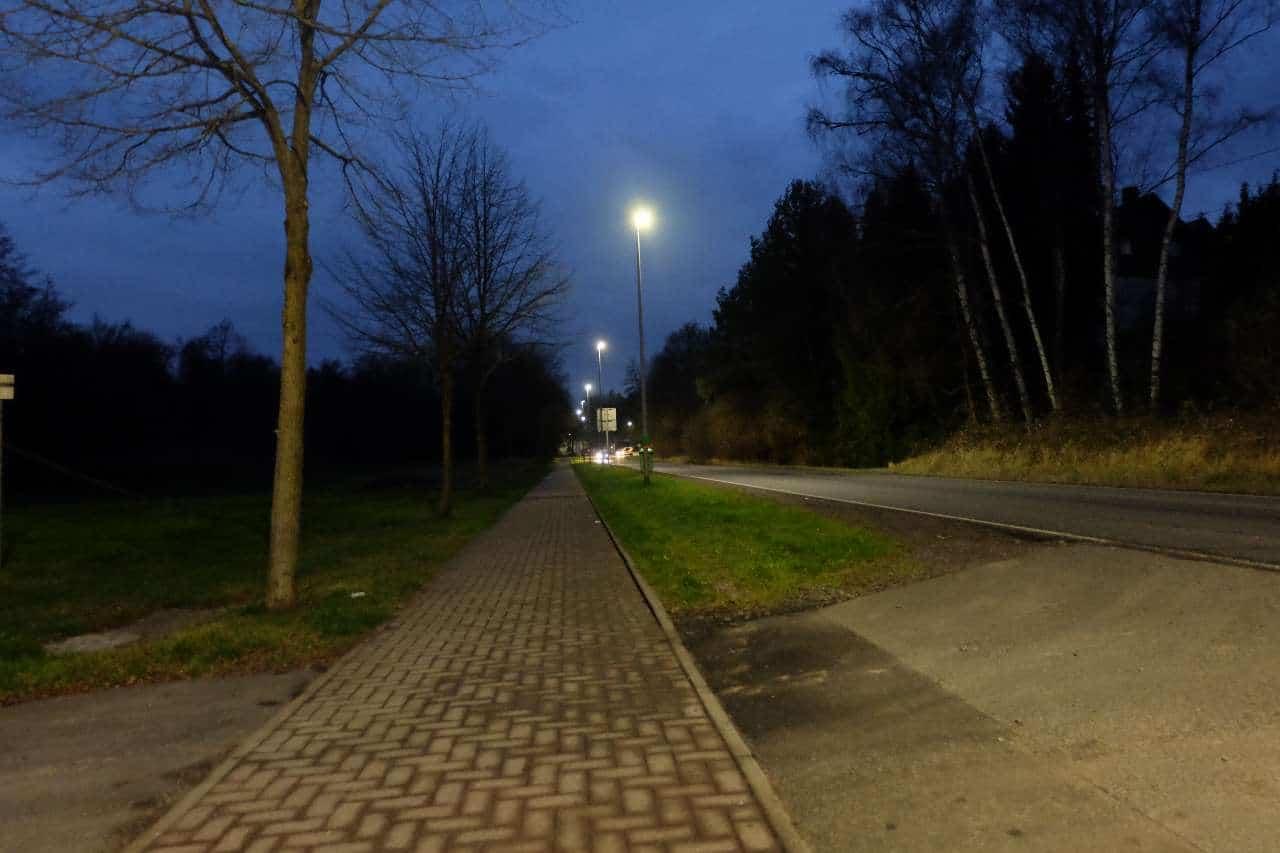 Die neue LED-Beleuchtung in der Kreisstraße in Landsweiler-Reden | Bild: Gemeinde Schiffweiler/ Martina Puhl-Krapf