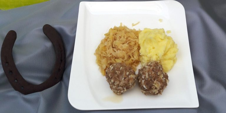 Sauerkraut with Sarmer dumplings and mashed potatoes | Picture: FM