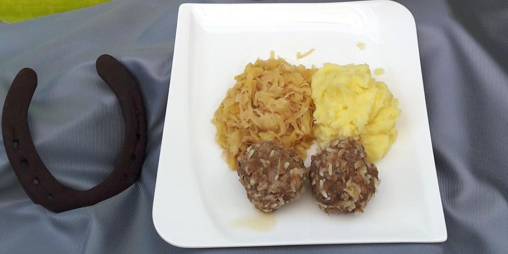 Sauerkraut mit Sarmerknödel und Kartoffelbrei | Bild: F.M.