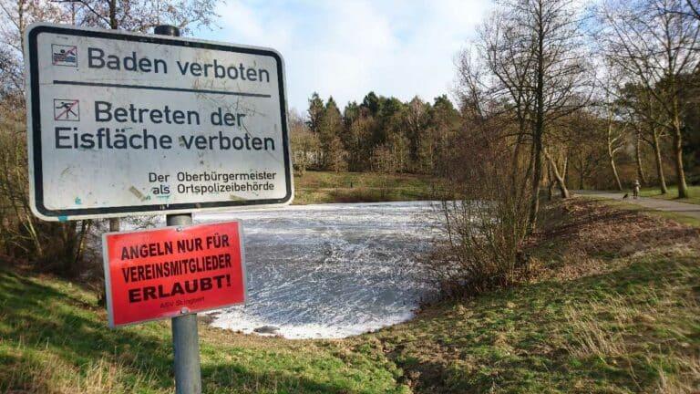 Betreten der Eisfläche verboten | Bild: Markus Zintel