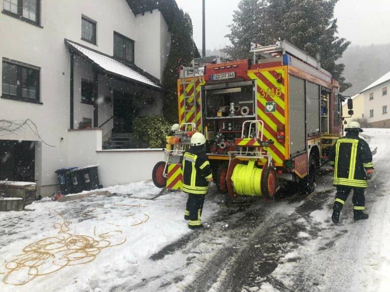 Die Kräfte rückten in die Farrenbergstraße aus | Bild: Marco Schmeltzer / Feuerwehr Oberwürzbach