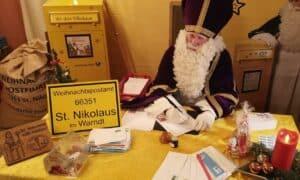 Nikolaus répond aux lettres des enfants