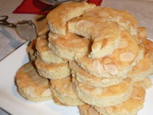 Cut out Kipferl according to Uromas recipe | Picture: FM
