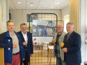 Die Initiatoren mit Bürgermeister Schultheis im Kauftreff   Bild: Günter Hofmann