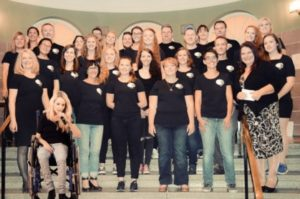 Sue Lehmann has been known and loved as a singer in Saarland and beyond for over 30 years. Now, with her singing school, she presents the talents of the region in the large dome hall of the town hall in Wemmetsweiler.