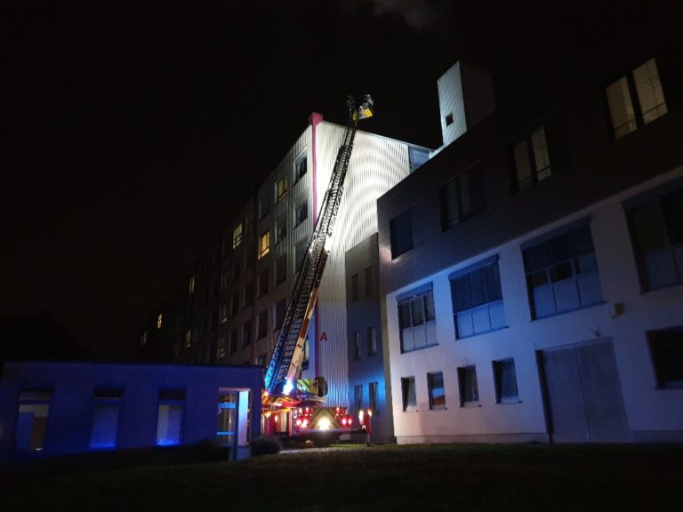 The fire brigade was called to a fire in a computer container of the district hospital IGB