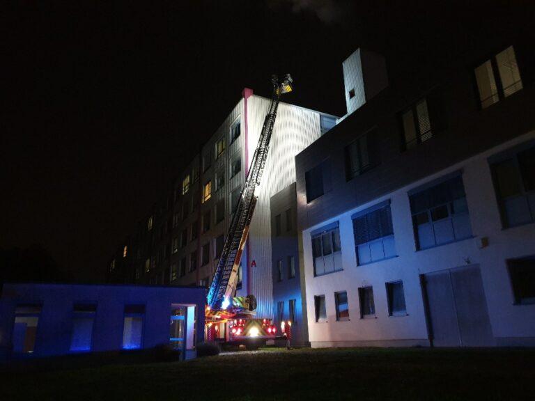 Die Feuerwehr wurde zu einem Brand in einem EDV-Container des Kreiskrankenhaus IGB gerufen