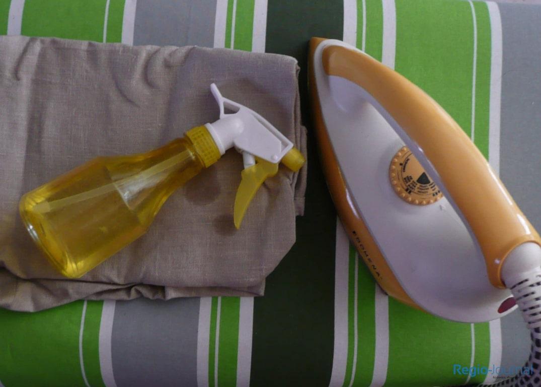 Leinen Bügeln - Bügelbrett, Bügeleisen, Sprühflasche