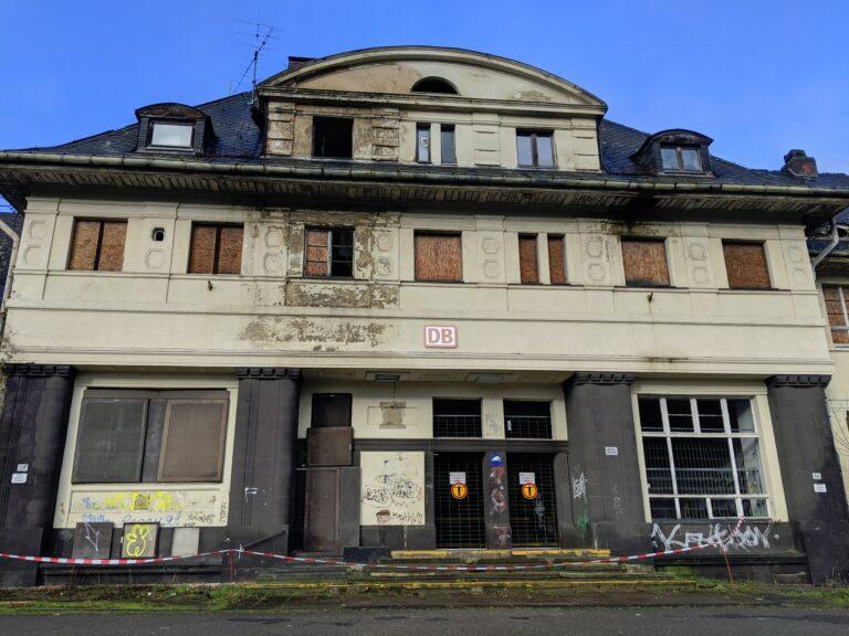 Der Bahnhof in Friedrichsthal - Ein Schandfleck!