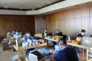 Packing masks in Homburg