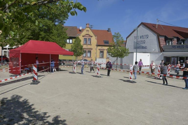 Die Maskenverteilstation auf dem Marktplatz in Bildstock
