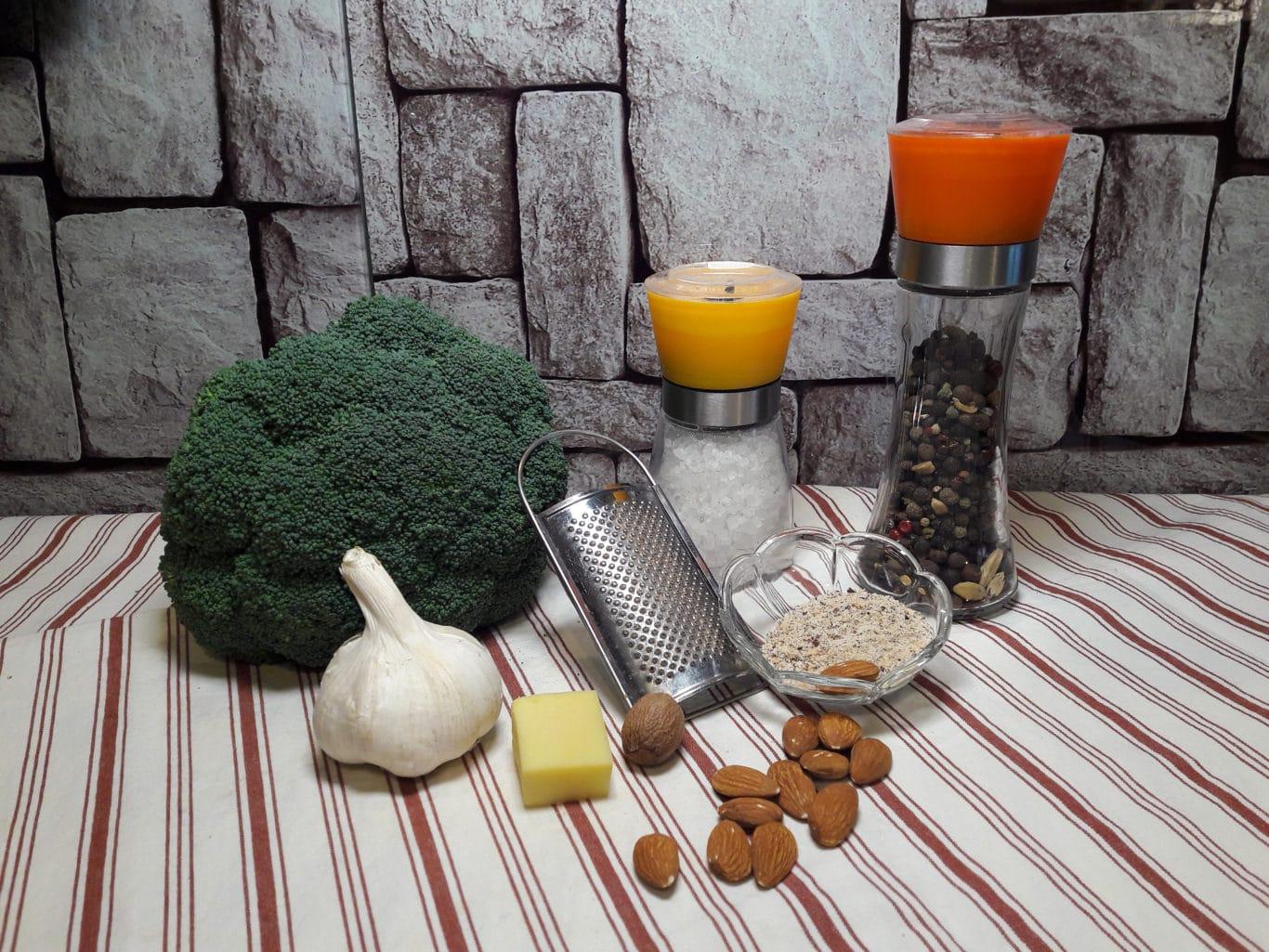Die Zutaten für eine leckere Brokkolicremesuppe