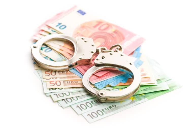 Geld, Betrug, Geldwäsche,