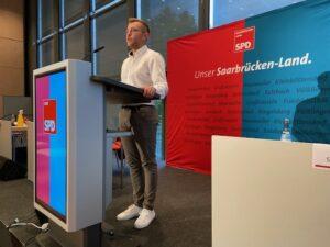 Pascal Arweiler (28) en la conferencia del partido de distrito 2020 en el Palacio de Congresos