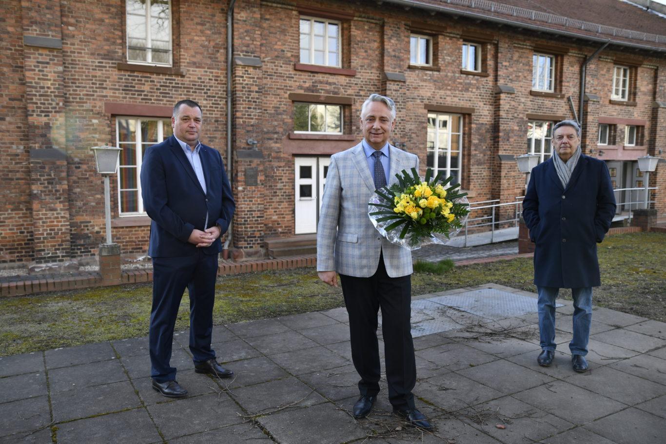 v.l.n.r.: Jörn Walter (Fraktionsvorsitzender SPD), Bürgermeister Jung & Jürgen Trenz (Fraktionsvorsitzender DIE LINKE)