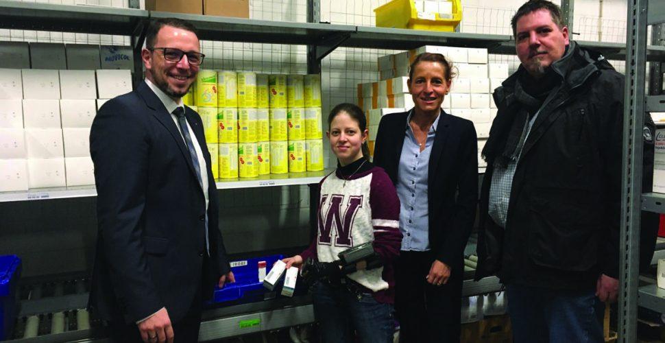 v.r.n.l.: Michael Schilke, Catja la Tassa (Fa. NOWEDA), Christina Arend, Andreas Müller (Agentur für Arbeit Saarland). Bild: Agentur für Arbeit