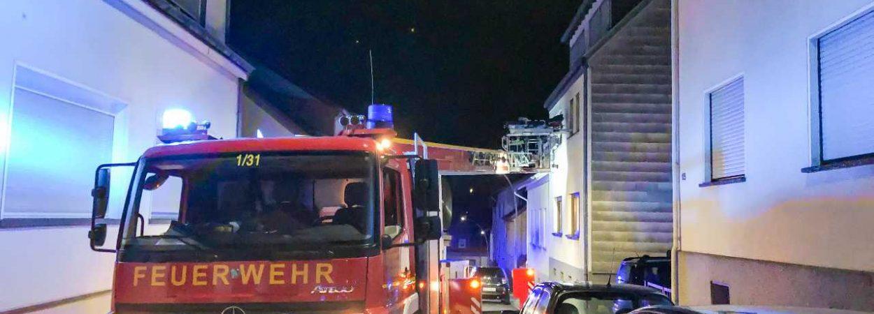 Wenig Platz für die Drehleiter in der Feldgasse | Bild: Alex Weber-Feuerwehr St. Ingbert