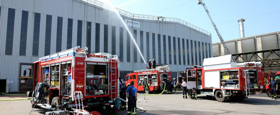The emergency services during the large-scale exercise, image: Saarstahl
