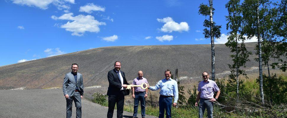 Im Beisein von Landrat Sören Meng wird die Madenfelder Hof Halde in Landsweiler Reden am Donnerstag (9.7.2020) eingeweiht. | Bild: RAG Montan Immobilien / BeckerBredel