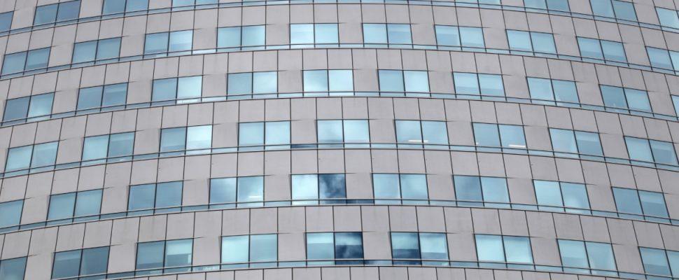 Glasfassade an einem Bürohaus, über dts
