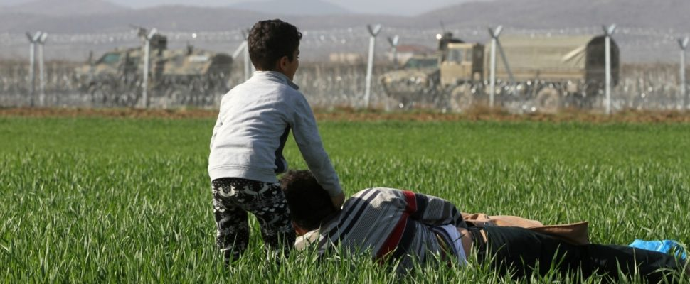 Flüchtlinge vor dem mazedonischen Grenzzaun, über dts