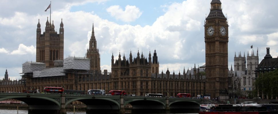 Houses of Parliament with Big Ben, over dts