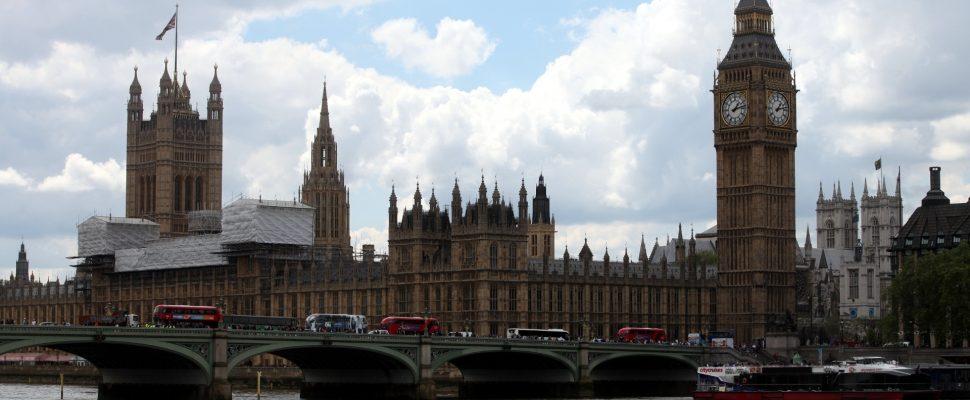 Casas del Parlamento con Big Ben, a través de dts