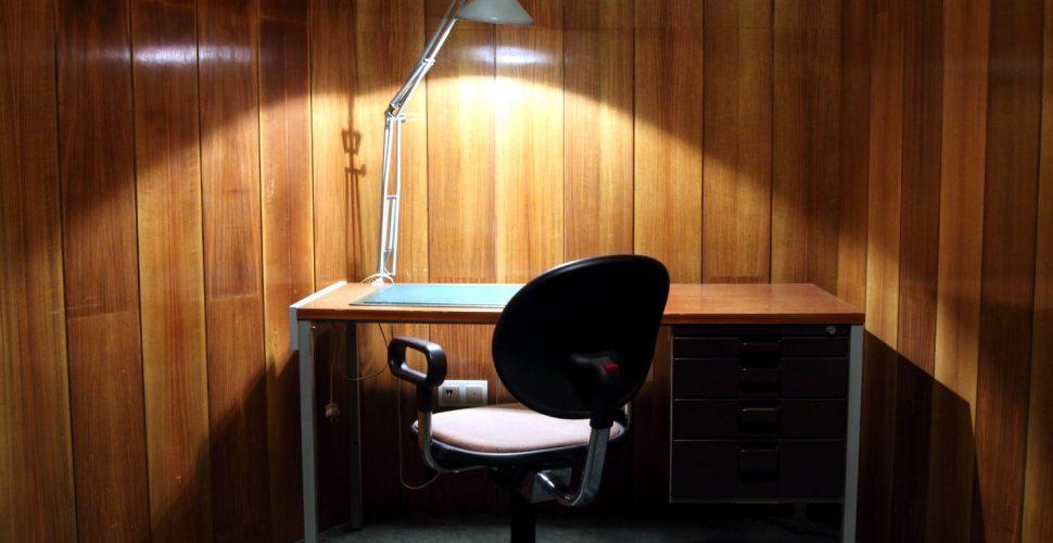 Schreibtisch, über dts
