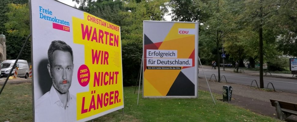 Election posters of FDP and CDU, about dts