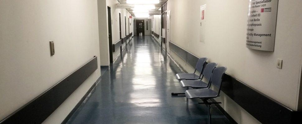 Pasillo del hospital, sobre dts