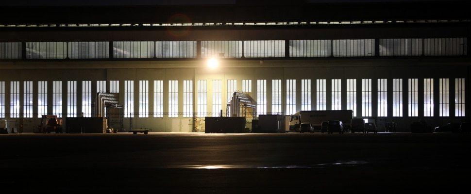 Impfzentrum im früheren Flughafen Berlin