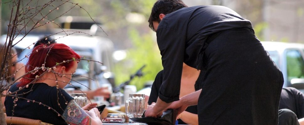 Servicio en una cafetería, vía dts