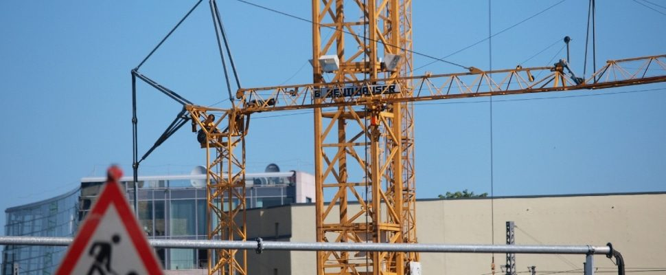 Baukräne auf einer Baustelle, über dts