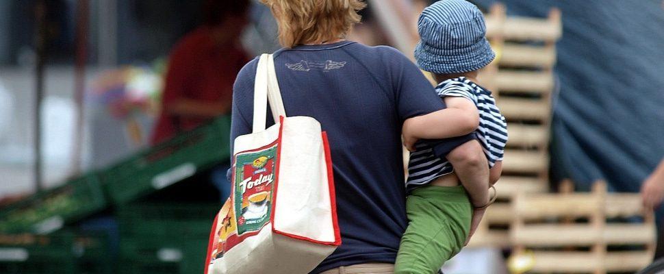 Frau mit Kind, über dts