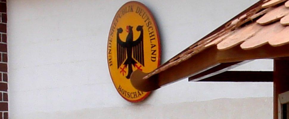 Schild einer deutschen Botschaft im Ausland, über dts