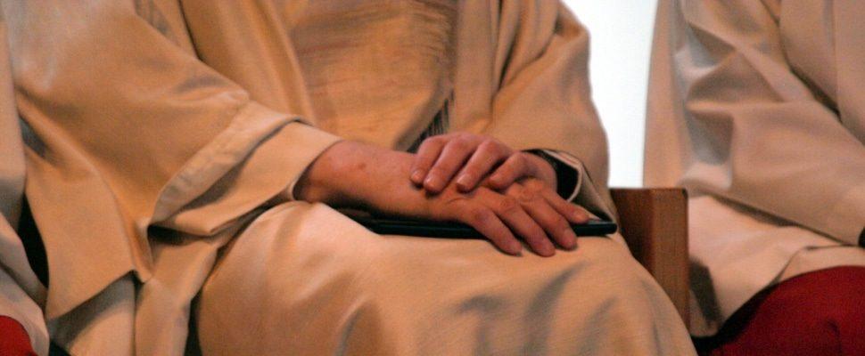 Katholischer Pfarrer bei einer Messe zwischen Ministranten, über dts