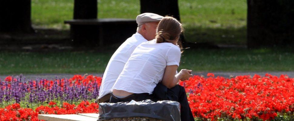 Alter Mann und junge Frau, über dts